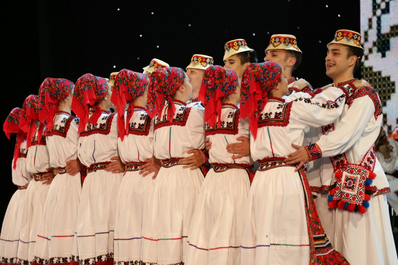 Ansamblul folcloric ''Doina Baraganului'' - dans din Oas