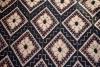 Cuvertura , tesuta in razboi orizontal, cu ornamente alese cu vergeaua, Decor geometric, Cromatica crem si negru