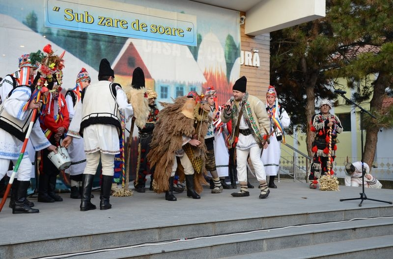 Ceata de colindatori de la Dolhestii Mici - Suceava