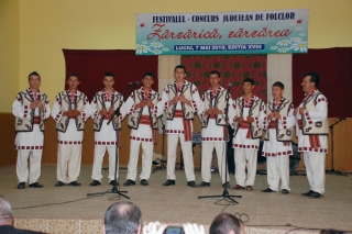 Secţiunea grupuri vocale: Premiul 1 - Grup vocal barbatesc Giurgeni